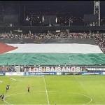 Video: La gigantesca bandera en honor a Palestina que flameó en el Estadio Monumental
