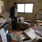 Fotos: Soldados israelíes asaltan el estudio de dibujante palestino Osama Nazzal